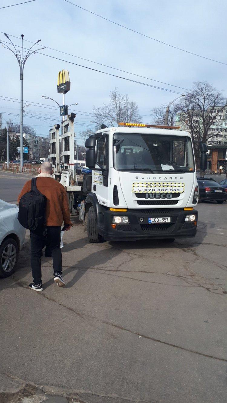 Evacuarea în colaborare cu Inspectoratul de Poliție Botanica și Inspectoratul Național de Patrulare a autoturismelor parcate neregulamentar din zona pietonală a bd. Dacia.
