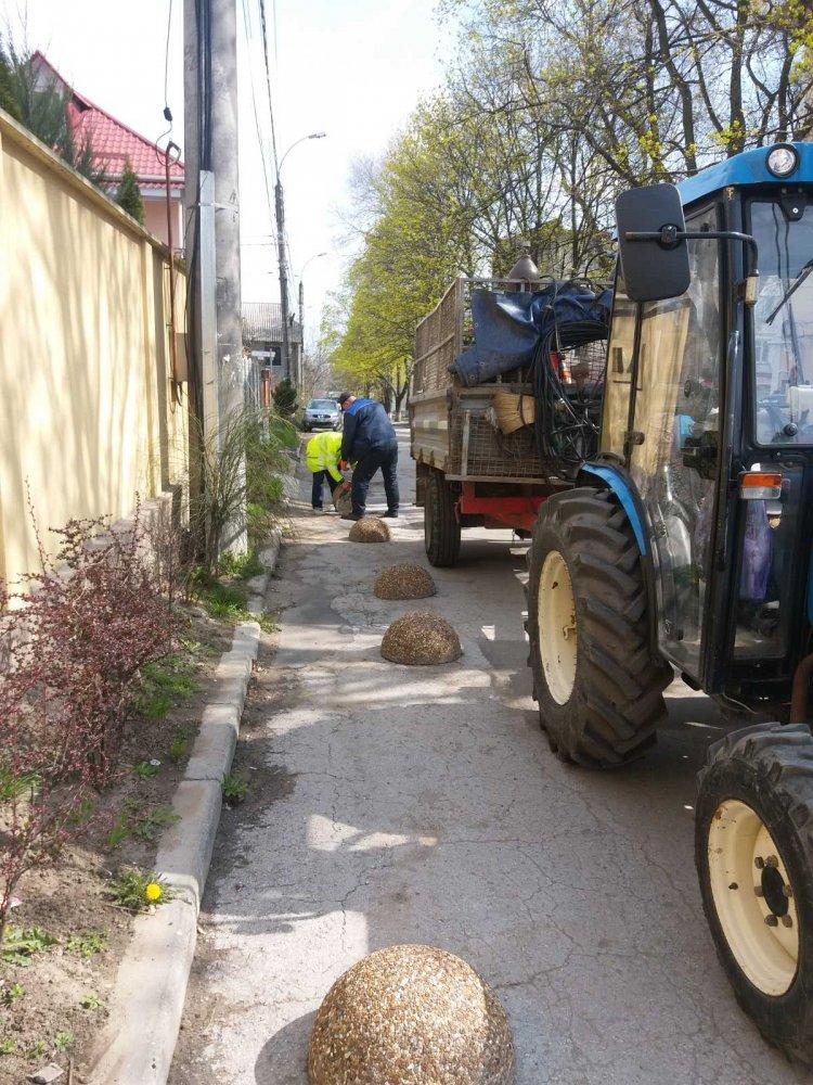 Continuarea lucrărilor de demontare și evacuare a gardurilor neautorizate și îngrădirilor improvizate în sectorul Botanica