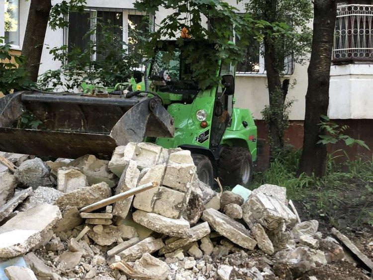 Lucrări de demolare a betoanelor vechi