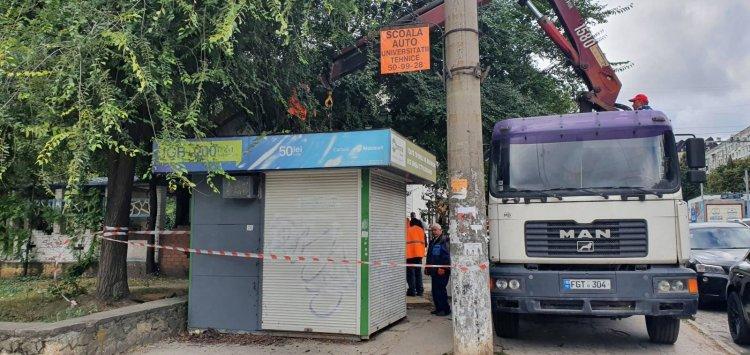Executarea lucrărilor de demontare și evacuare a gheretelor în sectorul Botanica